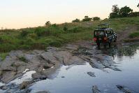 Immer wieder müssen die noch flachen Flüsse durchquert werden