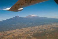 Es geht wieder im kleinen Flugzeug direkt in die Masai Mara