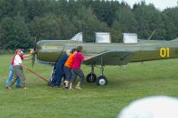 Die Yak-18A wird startklar gemacht